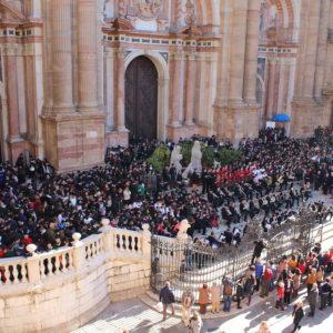2.000 alumnos de la Fundación cantan ante la cuna de Jesús